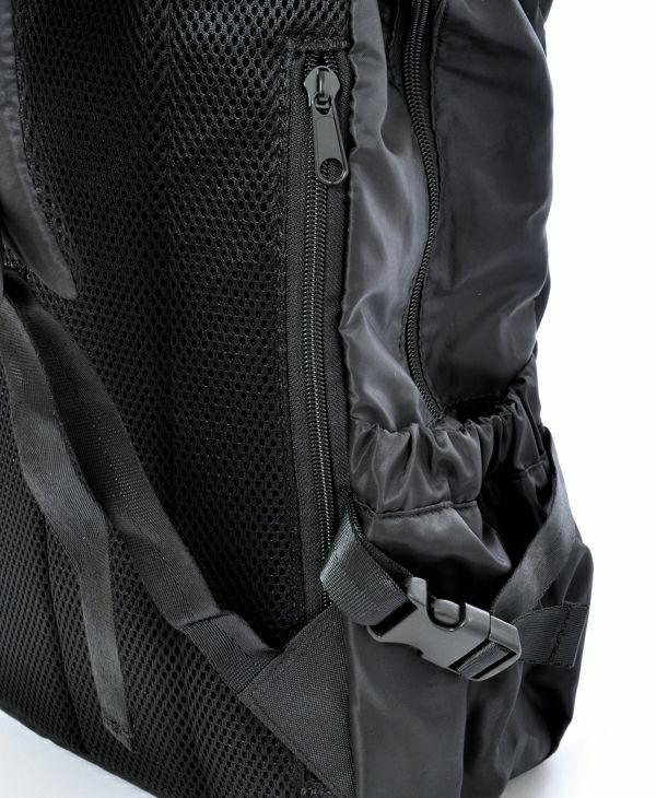 ブラック:背面直結ファスナー