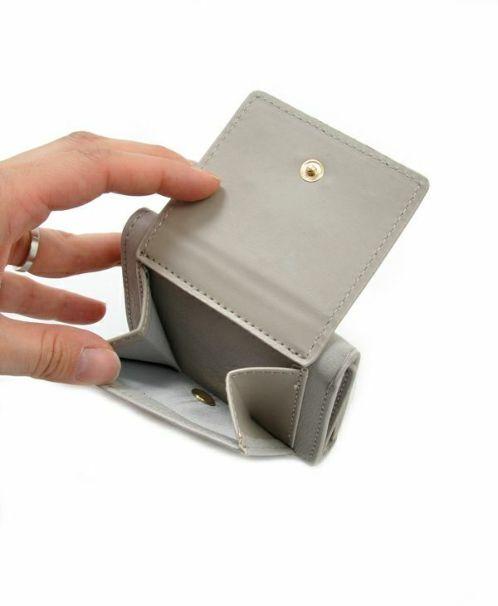 ライトグレー:小銭入れ内側